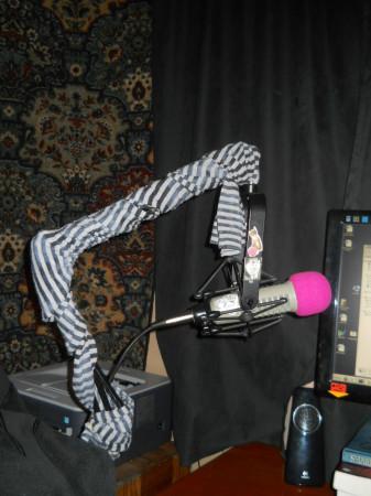 Scissor arm with scarf